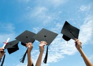 Выпускник, шапка, мантия, диплом